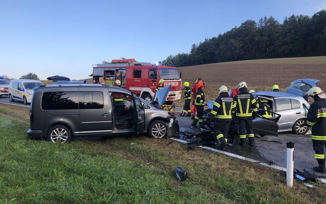Verkehrsunfall eingeklemmte Person, 01.10.2020